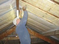 Hellend dak zelf isoleren