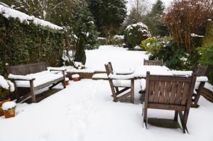 terras winter met sneeuw